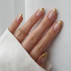 Gold Tip Nails, French Tip Nails, Nude Nails, Gold French Tip, French Manicures, Gold Nail Art, French Tips, Colored Nail Tips French, Nails With Gold