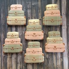 Suitcase cookie favors for a travel themed bridal shower. Soft pink, taupe and champagne with bronze hardware. Travel Cake, Travel Party, Travel Luggage, Kids Luggage, Food Travel, Luggage Sets, Train Travel, Honeymoon Shower, Galletas Cookies