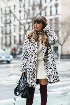 Sweep up on winter sales in January. I've rounded up a few of my favorite winter wardrobe essentials. Outfits Otoño, Winter Outfits, Fashion Outfits, Boot Outfits, Fashion Capsule, Womens Fashion Online, Latest Fashion For Women, Winter Wardrobe Essentials, Black And White Coat