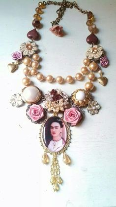 REMINDER:  FIND PIX OF FRIDA AND USE IN DEEP BEZELS WITH RESIN AND ALUM FLOWERS, CUP CHAIN, ETC...................Collar Frida kahlo diseños de Deseos Divinos#Guadalajara