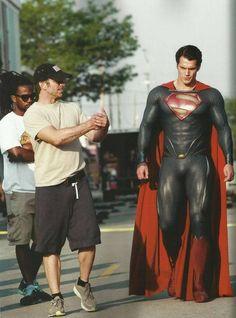 Superman - Man of Steel - Henry Cavill . Director Zack Snyder on set with Henry Cavill Superman Henry Cavill, Superman Man Of Steel, My Superman, Superman Stuff, Superman Actors, Batman, Christian Grey, Nightcore Anime, Gorgeous Men