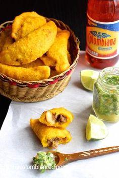 Colombian Empanadas (Empanadas Colombianas) |mycolombianrecipes.com Más