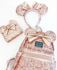 Rose gold backpacks have arrived at Disney Parks! We can't wait to wear this Minnie Mouse backpack with our rose gold ears and spirit jerseys all summer long! Popsugar, Bijoux Harry Potter, Disney Mignon, Style Disney, Disney Collection, Rose Gold Aesthetic, Disney Mickey Ears, Walt Disney, Gold Backpacks