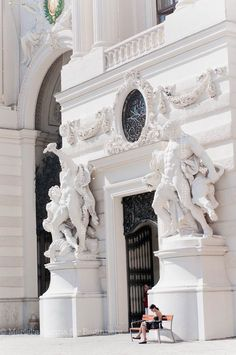 Merisi's Vienna for Beginners - In the Quiet of the Morning at St. Michael's Gate of the Imperial Winter Palace http://www.viennaforbeginners.com/2012/05/in-quiet-of-morning-early-bird-taking.html