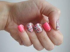 Nailstorming - Carreaux nude & néon !