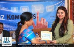 Komal Chauhan (Founder and Director, AspKom) was presented with a Memento during the Launch of Homz Komforts
