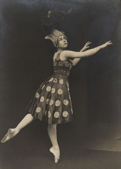 Lydia Lopokova in The Firebird by Serge Diaghilev's Ballets Russes by Hoppe ~ wearing special dance shoes, which enable her to stand on her tippy-toes Famous Ballet Dancers, The Rite Of Spring, Vintage Ballet, New Actors, Russian Ballet, Champs Elysees, True Art, Firebird, Belle Epoque