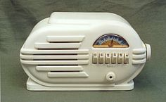 Belmont Model 6D-111 Bakelite Radio (1946)