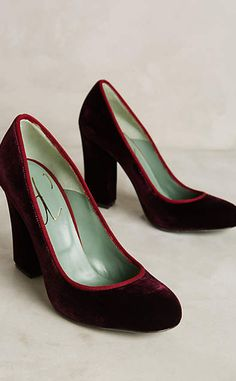 Paola d'Arcano Piped Velvet Pumps #anthrofave