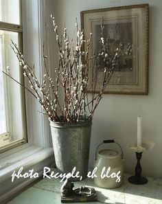 Pussy Willow Branches in a galvanized bucket. Inspiration for the church entrance. My buckets are taller and slimmer and I suggest much more pussy willow than this and also using tulips and scented stocks. Willow Wreath, Willow Branches, Alice, Recycling Bins, Interior Design Inspiration, Home Projects, Flower Arrangements, Farmhouse Decor, Sweet Home