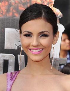 Victoria Justice Makeup on the Red Carpet | Beauty High