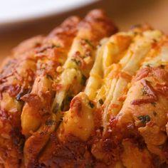 Ham And Cheese Pull Apart Garlic Bread - Kochen Tasty Videos, Food Videos, Good Food, Yummy Food, Yummy Mummy, Yummy Eats, Yummy Snacks, Pull Apart Garlic Bread, Cheesy Garlic Bread