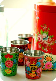 floral cups, for my future Airstream home, won't they be so pretty on picnics!? Now where do I find them?