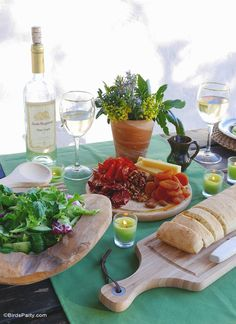 How to host a relaxed dinner party: ideas on food, table decor and wine - via BirdsParty.com