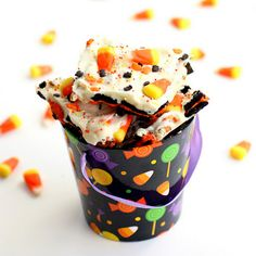 Halloween Candy Corn Cookie Bark  Ingredients:  14 whole Oreos, broken up (use Halloween Oreos if you can find them)  1 1/2 cups pretzels - any shape, broken into pieces  16 ounces almond bark or white chocolate melts  1 cup candy corn  brown and orange colored sprinkles