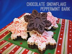 Amazon.com: Snowflake Silicone Mold ❄︎ Christmas Baking & Crafts ❄︎ Chocolate, Cupcakes, Ice Cubes, Soap & Candles: Kitchen & Dining