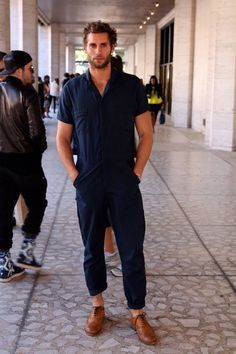 Celebs with best street style and how to get their look Fashion Moda, Mens Fashion, Fashion Tips, Runway Fashion, Nyfw Street Style, Street Wear, Urban Outfit, Mode Man, Moda Blog