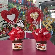 Creaciones D'encantos C.A.  (@dencantos) | Instagram photos and videos Valentine Day Love, Valentine Crafts, Christmas Crafts, Valentines, Valentine Baskets, Valentine Bouquet, Chocolate Bouquet, Candy Bouquet, Flower Boxes