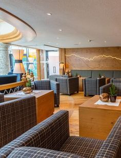 Four-star hotel in Obergurgl. The Hotel Edelweiss & Gurgl in the heart of the Obergurgl skiing is the perfect place for a winterholiday with family or friends. Ski in and Ski out. Edelweiss, Perfect Place, Ski, Patio, Spaces, Outdoor Decor, Home Decor, Homemade Home Decor, Yard