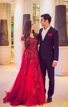 ideas for wedding indian gowns receptions saree Wedding Reception Gowns, Indian Wedding Gowns, Indian Gowns Dresses, Indian Bridal Outfits, Wedding Dresses, Indian Reception Dress, Red Gowns, Reception Sarees, Indian Wedding Receptions