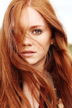 Nous Model Management - Holly Hicks Portfolio
