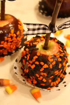 StoneGable No Fail Caramel Apples Fall Treats, Holiday Treats, Halloween Treats, Halloween Goodies, Holiday Foods, Holiday Fun, Halloween Party, Caramel Candy, Caramel Apples
