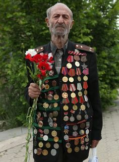 Hikaz Akobyan 90 year old veteran WWII from Yerevan, Armenia Military Honors, Navy Wallpaper, Total War, Red Army, World War One, Military Fashion, Historical Photos, Wwii, History