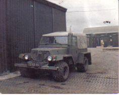 Bog frog lightweight Land Rover, Kelly's Garden, Falkland Islands, 82-3