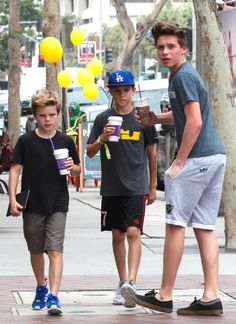 Brooklyn, Romeo, Cruz And David Beckham Go On Family Soul Cycle Outing In Brentwood Victoria And David, David And Victoria Beckham, Young Fashion, Teen Fashion, David Beckham Family, Harper Beckham, Bae, Brooklyn Beckham, Attractive Men