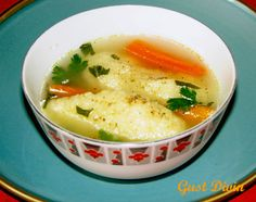 Supa de pasare cu galuste de gris Romanian Food, Romanian Recipes, Cheeseburger Chowder, Thai Red Curry, Sweets, Cooking, Ethnic Recipes, Soups, Mario