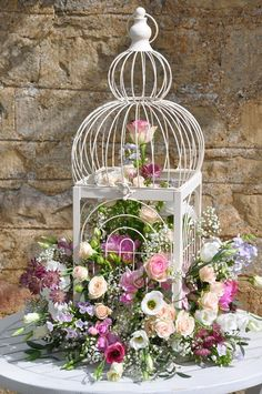 Pictures, The bird cage is equally a house for your chickens and a decorative tool. You are able to select anything you need on the list of bird cage models and get much more specific images. Vintage Shabby Chic, Shabby Chic Style, Shabby Chic Decor, Bird Cage Centerpiece, Centerpieces, Cut Glass Vase, Deco Floral, Bird Cages, Flower Planters