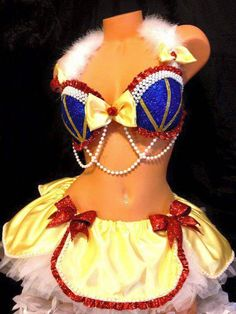 Sweet sexy Rave Snow white costume by Plurdolls on Etsy Rave Costumes, Burlesque Costumes, Halloween Costumes, Rave Outfits, Sexy Outfits, Sexy Snow White Costume, Decorated Bras, Rave Tops, Costume Makeup