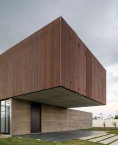 MAPA Architects have designed a single family residence, located near Porto Alegre, Portugal. Architecture Design, Minimalist Architecture, Facade Design, Residential Architecture, Wood Facade, Arch House, Timber Cladding, Villa, Architect House