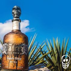 Pure Mexican heritage 🌵 🇲🇽 #tequilapadrezul  #elegance #padreazul #handmade #superpremiumtequila #lifecanbefantastic #anditwillbe #Mexicantradition #agave #quepadre #tequila