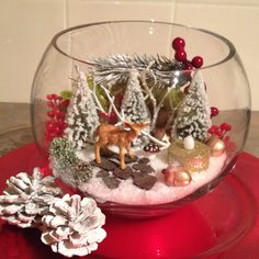 Lovely as a centre piece . Lovely as a centre piece . Christmas Vases, Country Christmas Decorations, Christmas Arrangements, Christmas Scenes, Christmas Art, Simple Christmas, Christmas Wreaths, Xmas, Winter Decorations