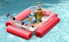 Make This Floating Pool Noodle Beverage Boat in 15 Minutes ~ Have a plastic tub and a pool noodle? Your day at the beach/pool/lake just got a whole lot better with this floating pool noodle beverage boat. Piscina Diy, Make A Boat, Diy Boat, Pool Noodle Crafts, Mousse, Pool Storage, Drink Cart, Pool Accessories, My Pool