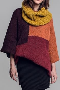 Color blocking: poncho and infinity scarf in fall colours
