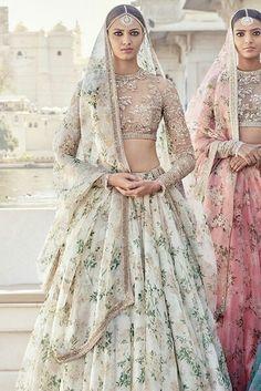 Luxury fashions from India's Top Designers in USA, Canada Lehenga Choli Wedding, Floral Lehenga, Indian Bridal Lehenga, Banarasi Lehenga, Indian Sarees, Anarkali, Asian Wedding Dress, Indian Wedding Outfits, Pakistani Outfits