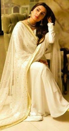 Ayeza Khan Traditional Look In Shalwar Kameez #ayezakhan #danishtaimoor #celebrity #women #pakistanimedia #pakistaniactress #meherposh #mereypastumho #pakistanicelebrities #pakistaninews #pakistanijournal #pakistaniactress #ayezakhan Pakistani Girl, Pakistani Dress Design, Pakistani Bridal, Pakistani Dresses, Indian Dresses, Indian Outfits, Pakistani Suits, Pakistani Actress, Emo Outfits