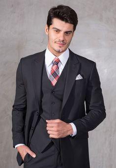 Terno com gravata xadrez para noivo