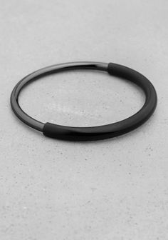 Made from smooth metal, this thin bangle features two colourful metal tubes of varying widths, fixed together. - Diameter, XS/S: 6 cm M/L: 6.4 cm- Nickel tested.