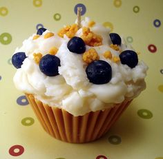 candle cupcake!  ❥ http://pinterest.com/martablasco/