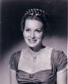 Maureen O'Hara wearing Joseff Hollywood Jewelry Golden Age Of Hollywood, Old Hollywood, Famous Women, Famous People, Wild Irish Rose, Maureen Ohara, Hollywood Jewelry, Classy People