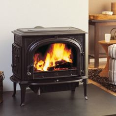 The Jotul F 500 Oslo CF | Non Catalytic Wood Stove offers an unobstructed view of the fire. For a Jotul F500 price please visit Anderson's today.
