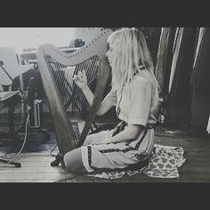 """Harp Sunday"" via AURORA https://twitter.com/AURORAmusic/status/871359940031643650 #auroraaksnes aurora aksnes  Visit and follow https://twitter.com/iconoscopicmuse https://twitter.com/iconiclight"