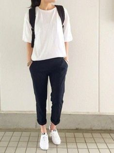 White shirt simple tomboy femme
