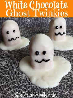 Looking for a spooktacular treat that won't take all day? These white chocolate ghost Twinkies are the perfect Halloween treat!