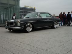 Yes!  I have this same setup on my W114 but in  deep blue.