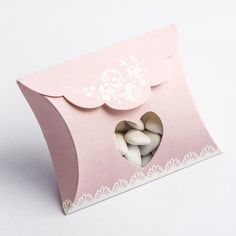 An elegant choice of favour box to use with a pink and white wedding colour scheme. The Shabby Chic Envelope Boxes will look fabulous filled with delicious sweets and chocolates and placing on guest tables!