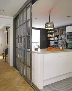 Kitchen with counter: 60 ideas of different projects with balcony - Home Fashion Trend Steel Doors And Windows, Open Kitchen And Living Room, Kitchen Doors, Deco Design, Cool Kitchens, Kitchen Remodel, Sweet Home, House Styles, Home Decor